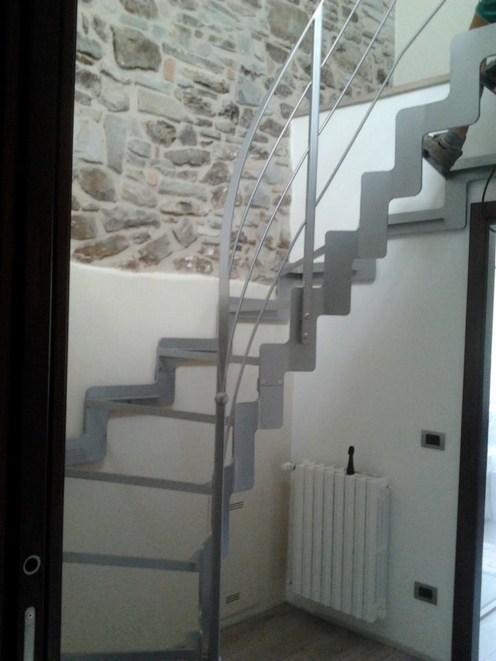 Installazione scala interna in ferro e vetro casteldelci gabrielli infissi - Scala interna in ferro ...
