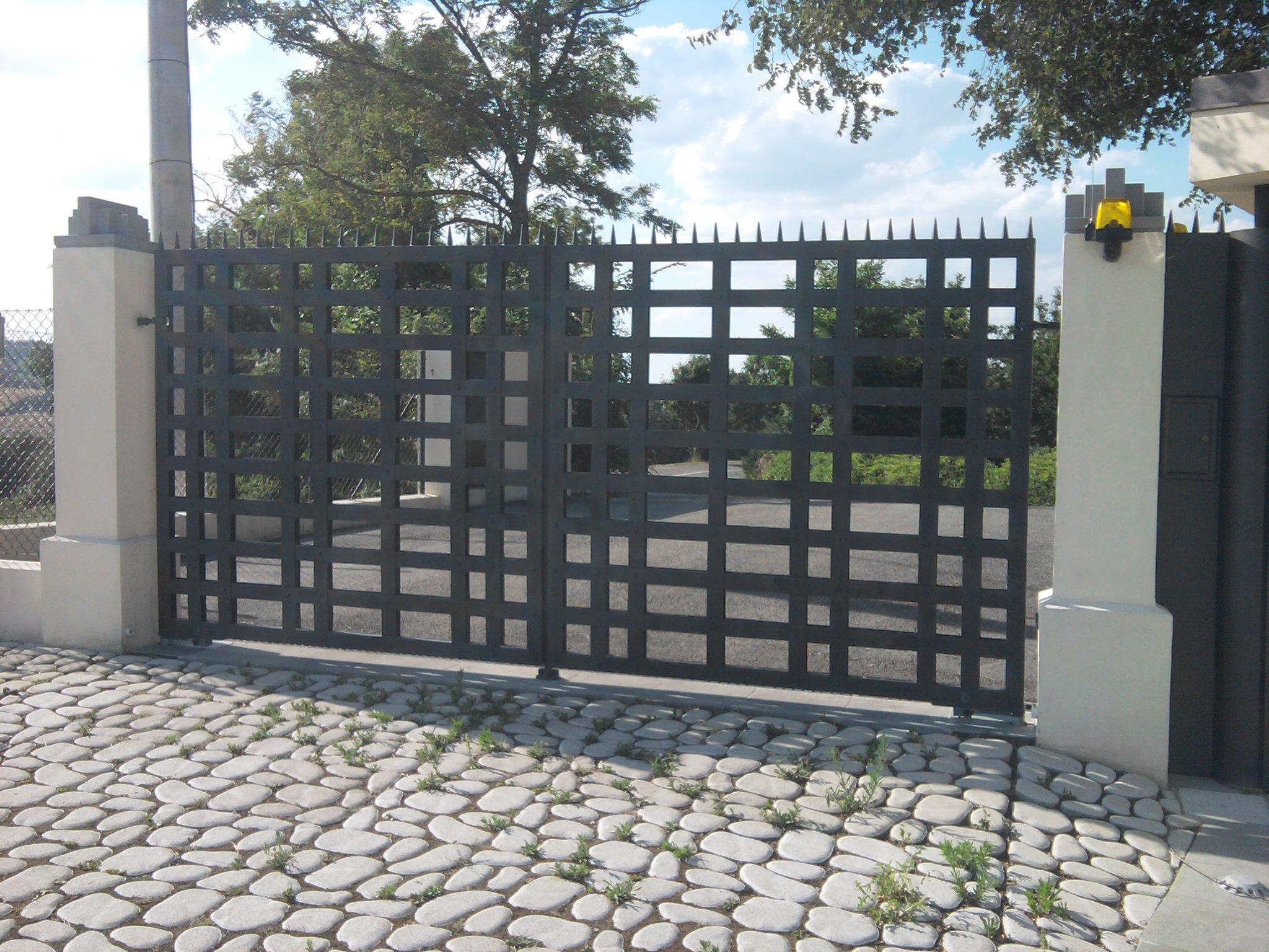 Cancello In Ferro Moderno.Installazione Cancello Personalizzato A Design Moderno Verucchio