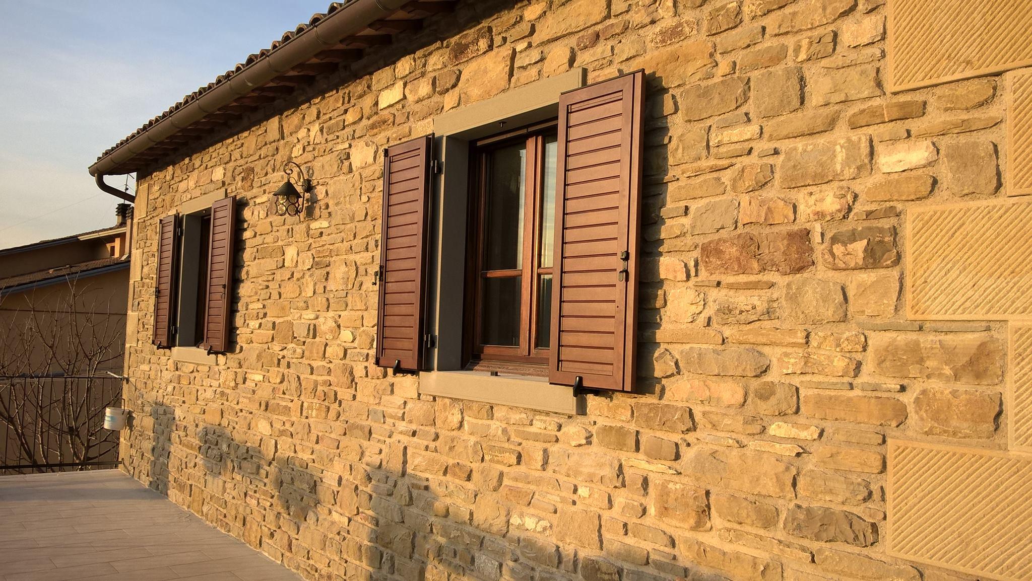 Installazione persiane in alluminio effetto legno balze